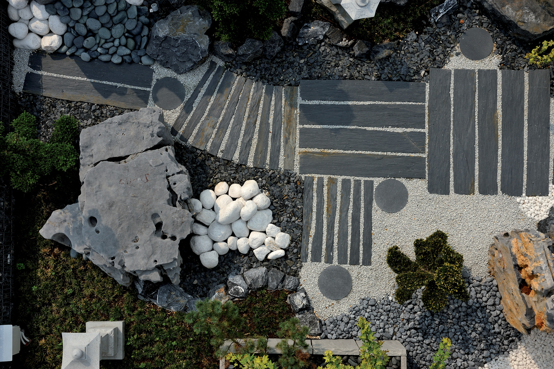 Jardin Japonais, galets et gravier. Réalisation Woodstone Project.
