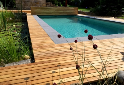 Decking en bois piscine