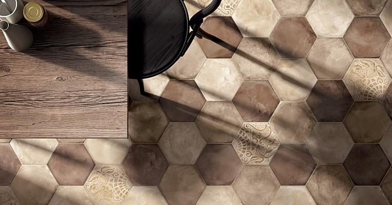 sol en céramique et mosaïque