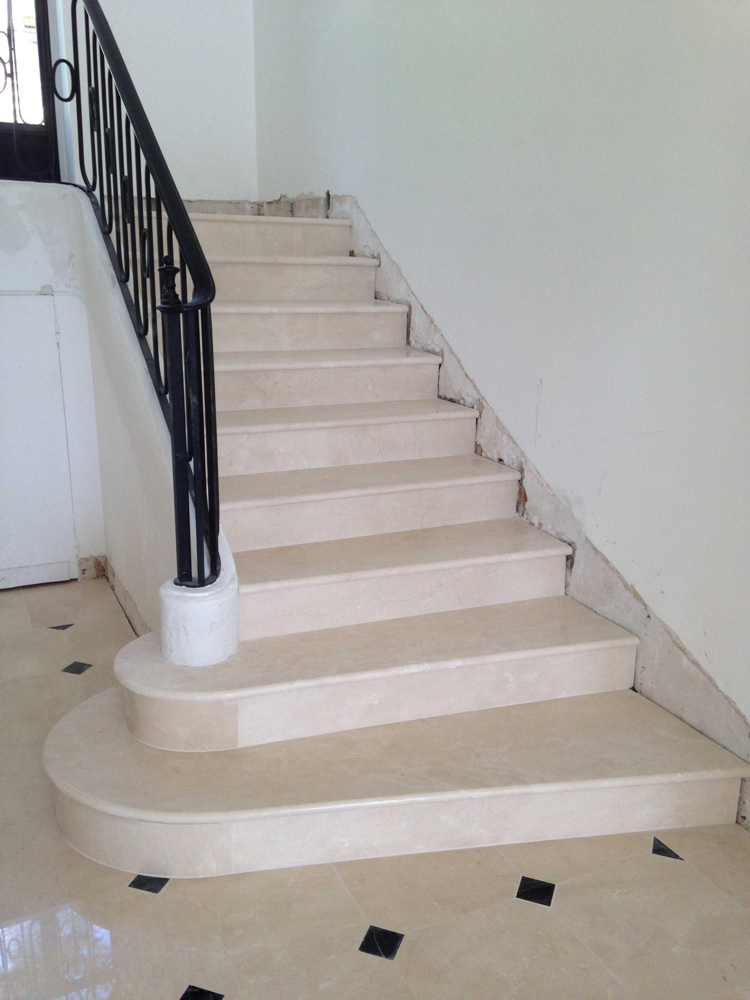 escalier en marbre villa priv e cannes type marfil finition polie brillant. Black Bedroom Furniture Sets. Home Design Ideas