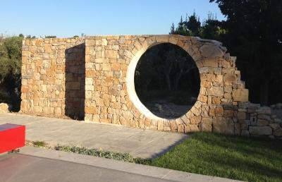 Mur déco en pierre à Bâtir