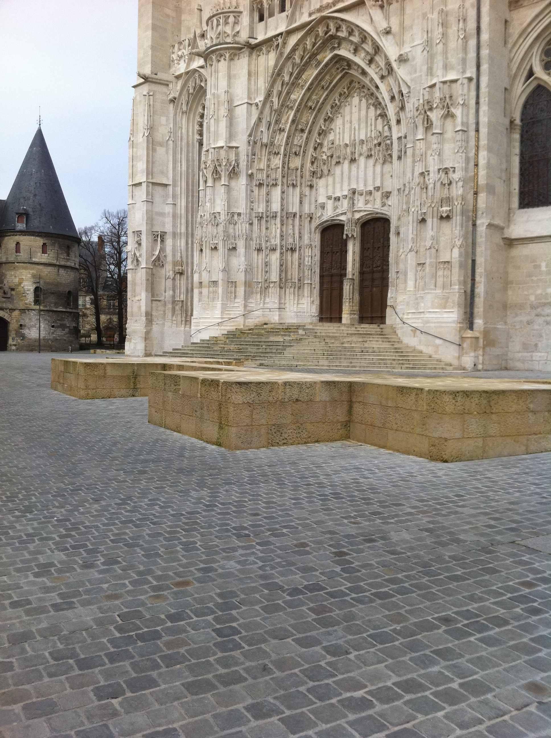 Pavage de parvis de cathédrale