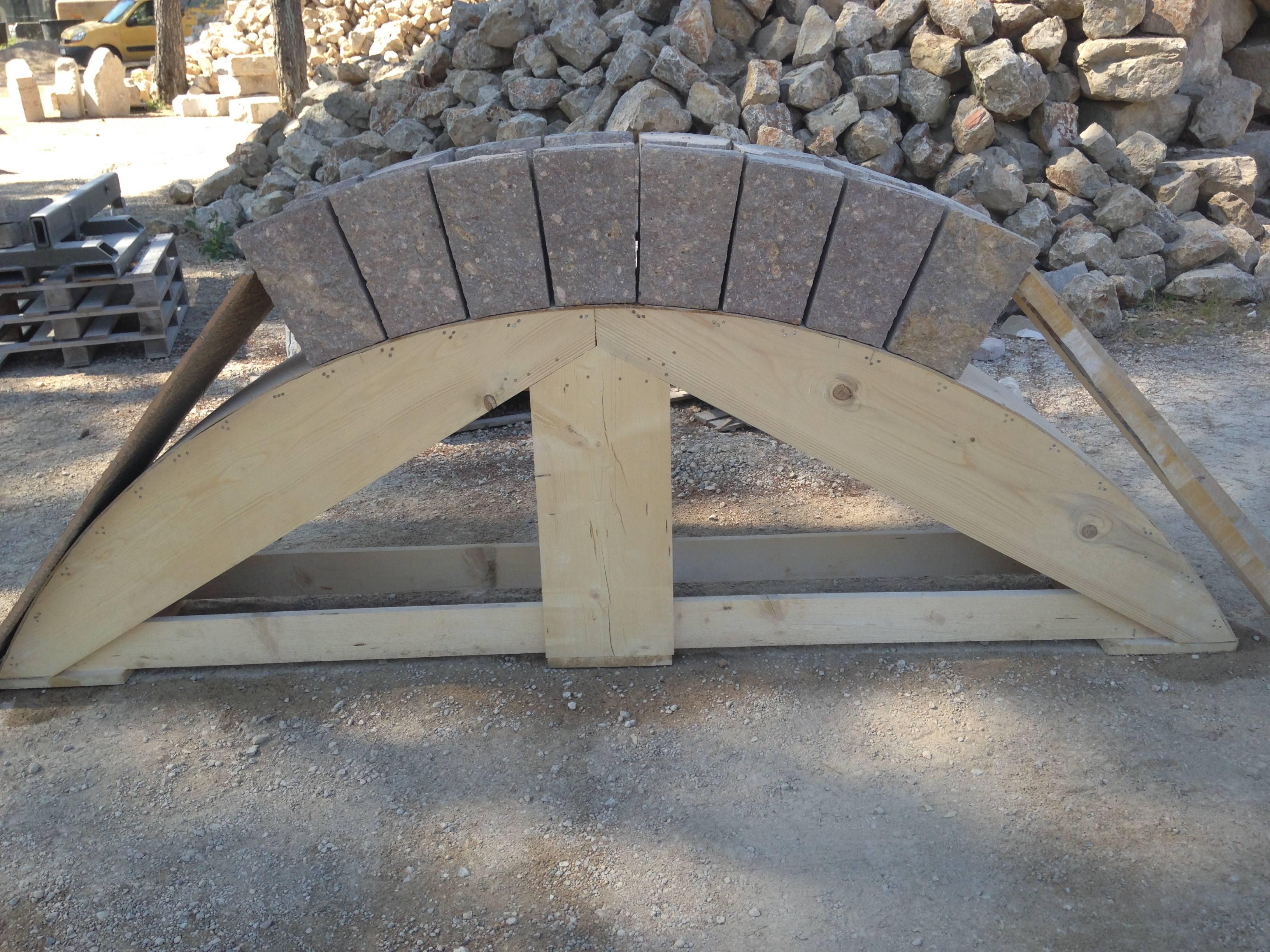 Façonnage des blocs sur gabarit bois
