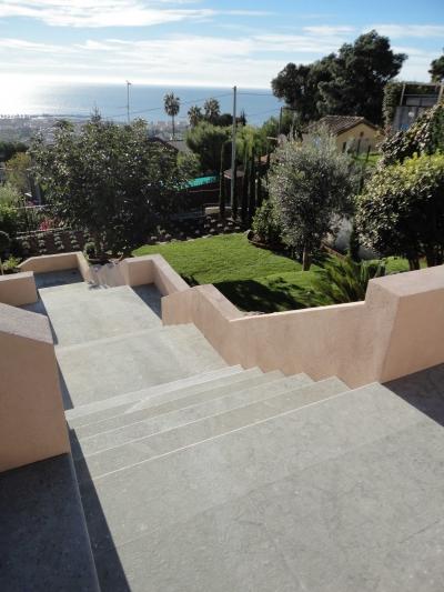 Réalisation escalier en pierre Castella Azul