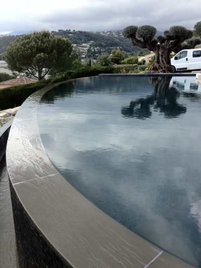 réalisation margelle de piscine miroir
