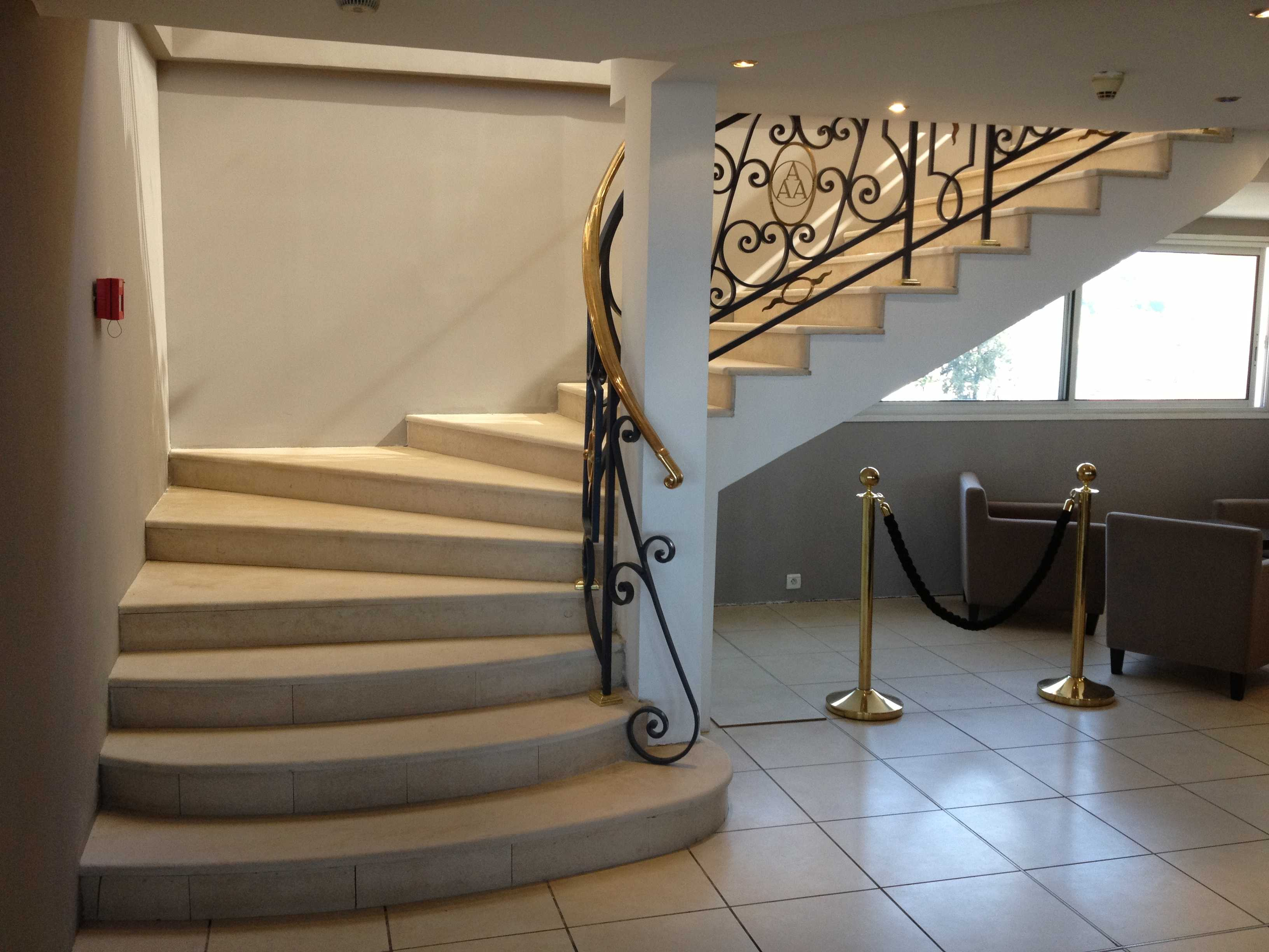 escalier en pierre Crema Champagne
