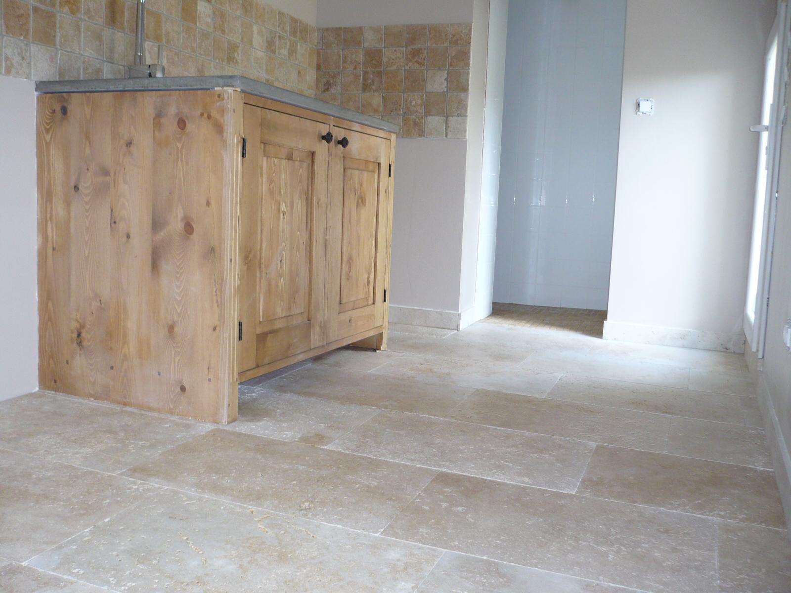 dallage en travertin beige. Black Bedroom Furniture Sets. Home Design Ideas