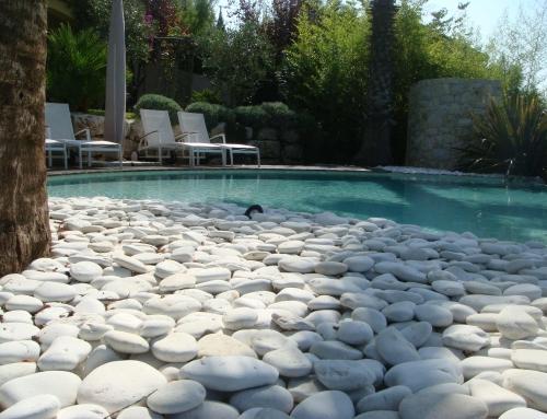 Aménagement d'une piscine en Galets de Bali
