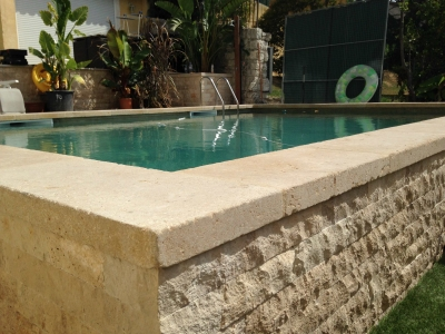 Margelle de piscine en pierre de Bourgogne