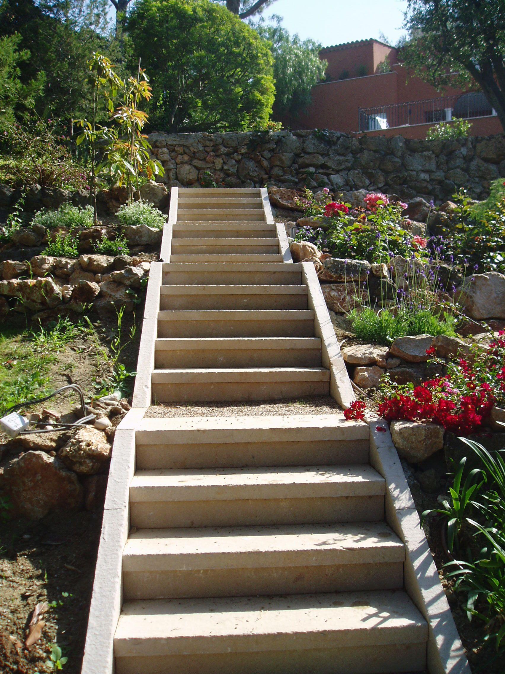 Escalier de jardin en pierre Atlantic beige - Réalisation Woodstone ...