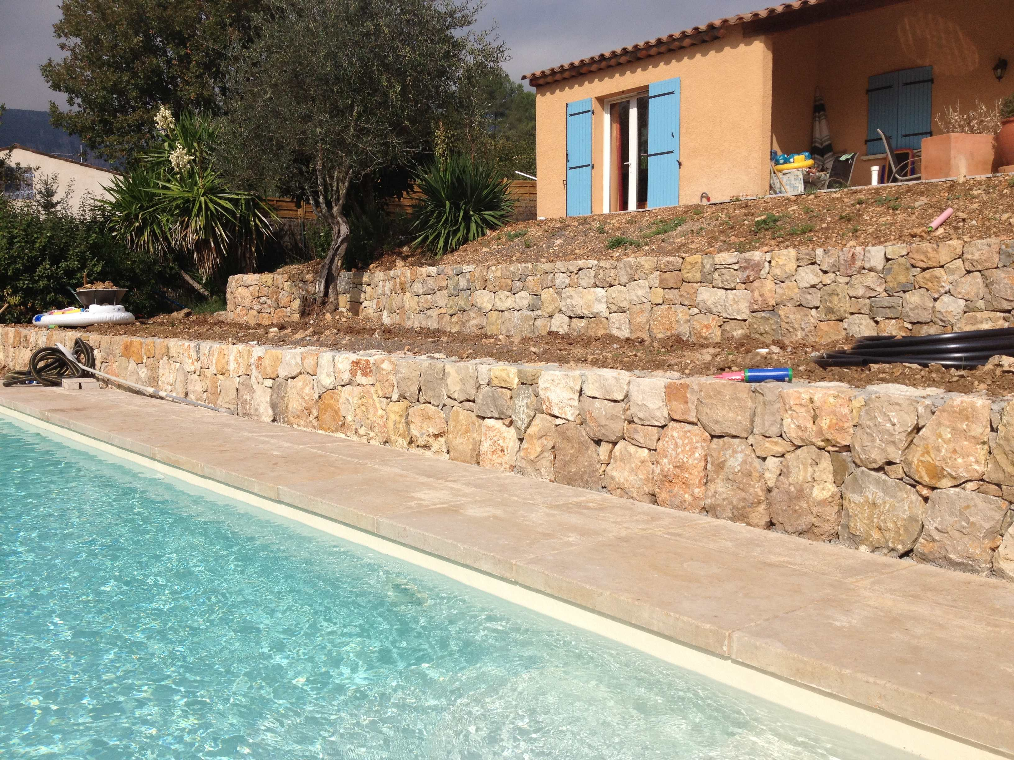 Margelle de piscine massive r alisation woodstone project for Piscine bord miroir