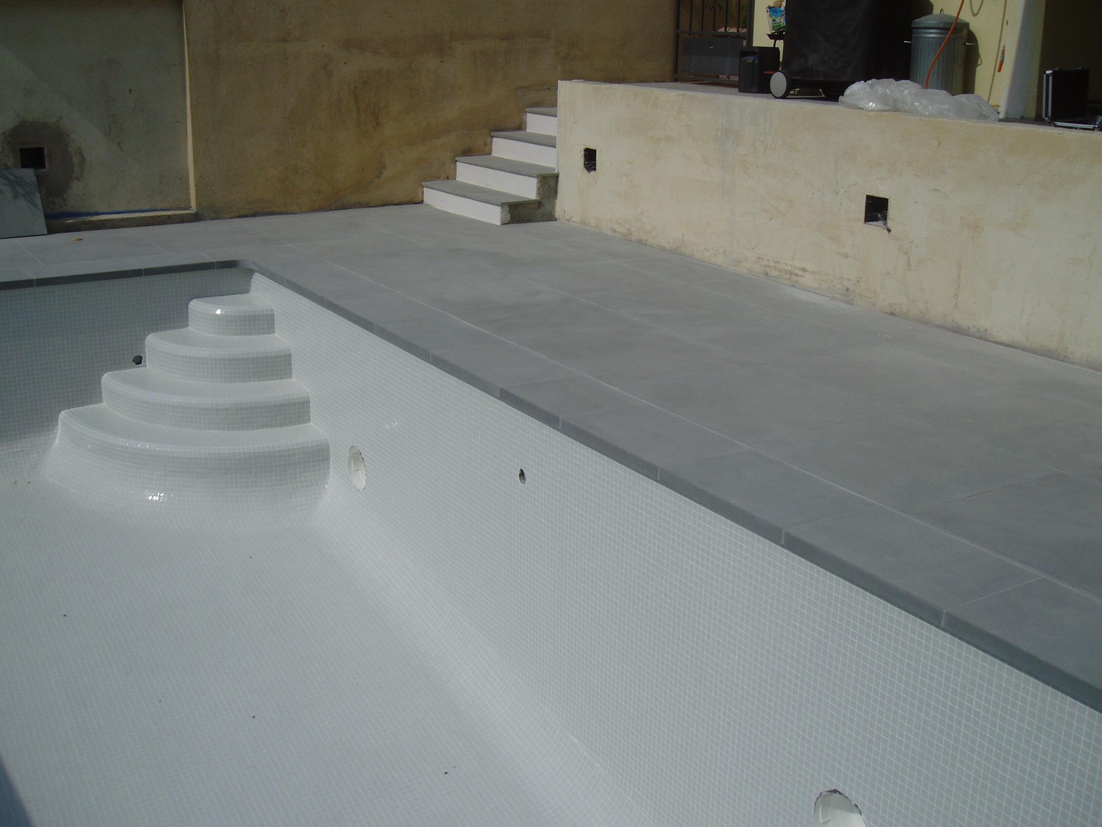 margelle de piscine en Pietra Serena