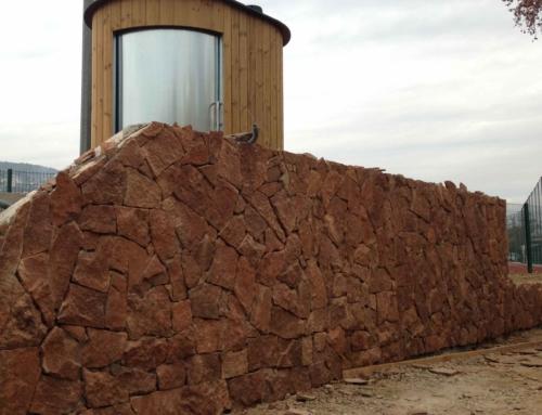 Réalisation d'un habillage de mur en parements pierre «Estérel»