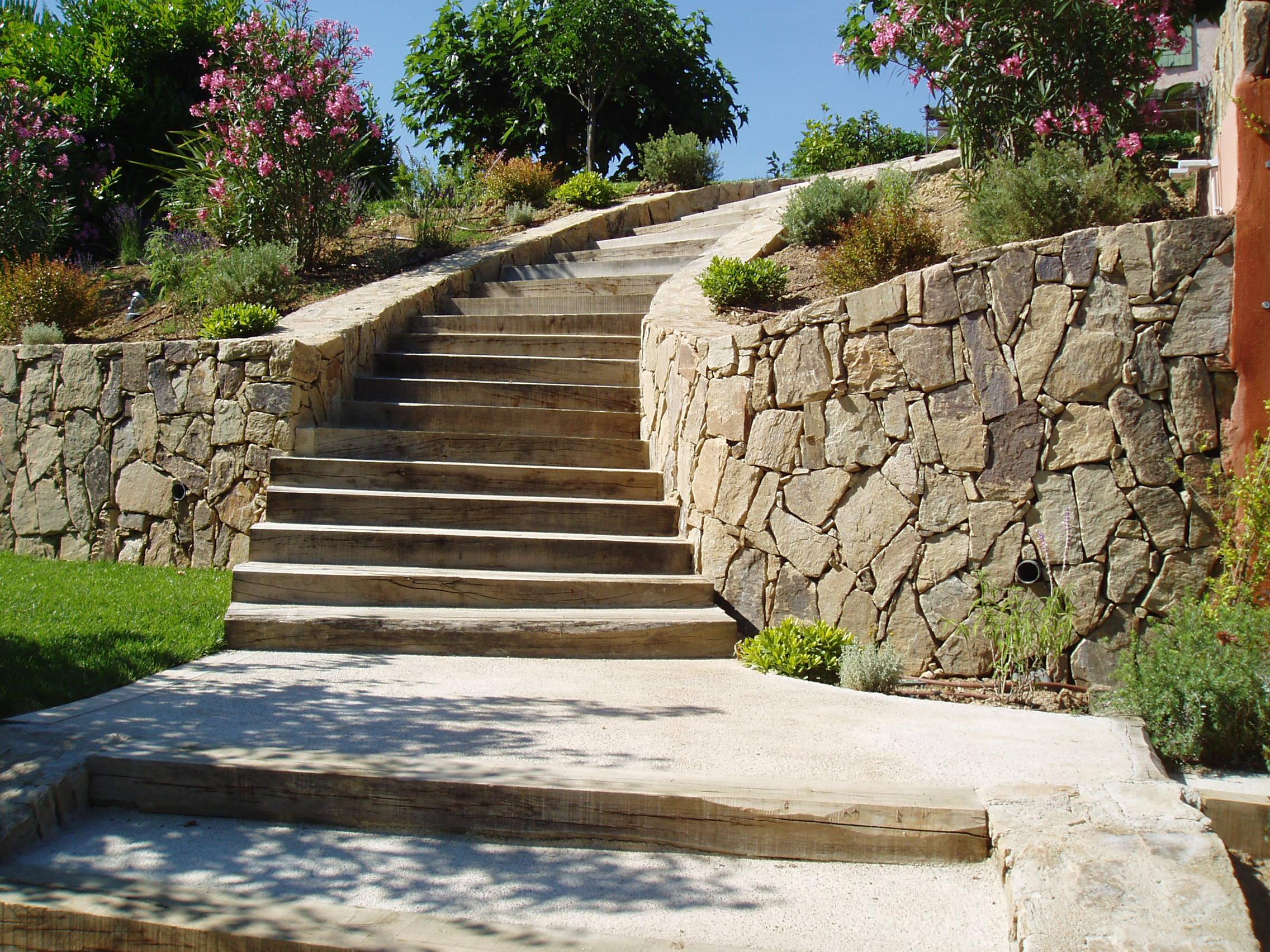 escalier en traverses de chemin de fer r alisation woodstone project. Black Bedroom Furniture Sets. Home Design Ideas