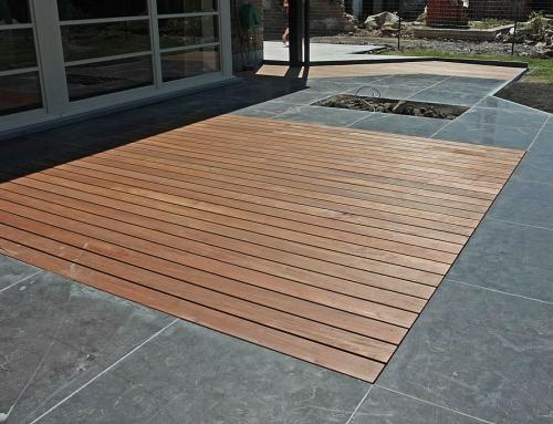 Réalisation d'un tapis en ipé sur terrasse en pierre bleue