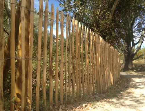 Réalisation d'une clôture Ganivelle en châtaignier