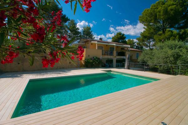 Terrasse piscine en accoya