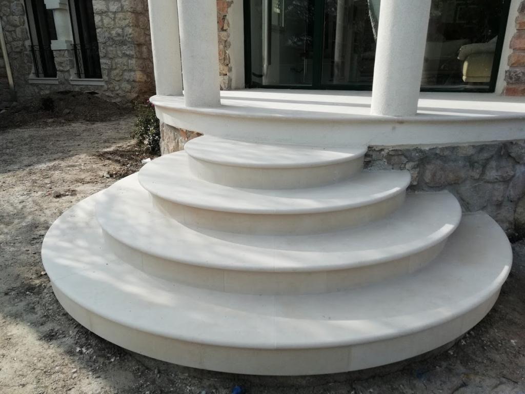escaliers circulaires en pierre type