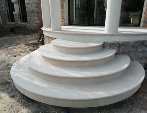 création de deux escaliers circulaires en pierre type  «crema Champagne»